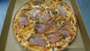 NEW Pizza Veronese - homemade pizza sauce, mozzarella, prosciutto, mushrooms